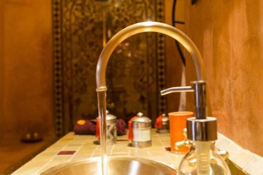 High quality rooms and bathrooms in Marrakech at Riad El Zohar.