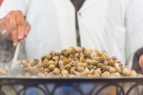 Boiled-snails-at-a-street-Market-in-Marrakech-or-Marrakesh-Man-cooking-snails-in-Morocco